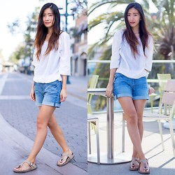 Claire Liu - Joe Fresh Blouse, 7 For All Mankind Shorts, Birkenstock Sandals - Santa Monica