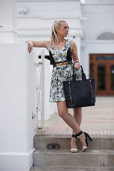 Hayley O'Neill - Portmans Cut Out Zingy Piped Dress, Portmans Maisey Double Zip Work Tote, Witchery Heels, Portmans Solid Metal Bar Belt - Portmans Express