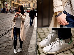 Amandine G - H&M Trench Coat, H&M Sweater, Mango Jeans, Adidas Stan Smith - Bubble tea in Praha
