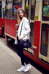 Agata Czernecka - Zara Bag, Nike Air Force 1 Mid, Stradivarius Oversize White Jacket, Parfois Gold Watch, Zara Dark Jeggins - Oversize white jacket and nike air force 1 mid