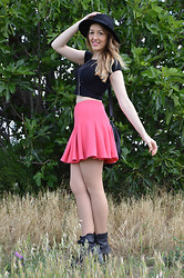 Elisabeth Green -  - Pink Skirt