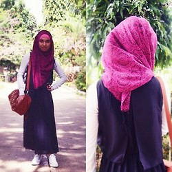 Kai Darul - Parisian Messenger Bag, Converse Chucks, Gamiss Black Maxi Dress - Keep Calm and Soar