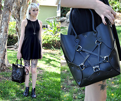 Mollie Paige - Zana Bayne Pentagram Handbag, Little Sister Designs Pharaoh's Tomb Necklace - We are the weirdos mister