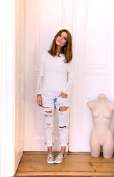 Monika Warholá - Mango Top, H&M Slippers, Pimkie Jeans - Destroyed