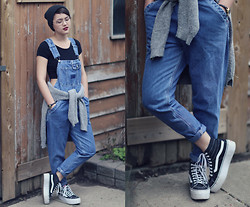 Justine Houseley - Thrifted Overalls, Vans Runner Platforms, Brandy Melville Usa Black Crop, Thrifted Grey Sweater - Fake Love