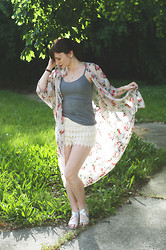 Sarah Huff - Pacsun Flower Kimono, Forever 21 Lace Shorts - Flower Dreams