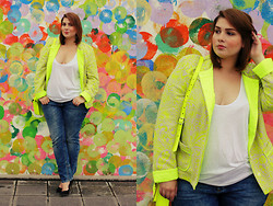 Luciana Blümlein - Basler Jacket, Asos Top, S.Oliver Denim Jeans - Neon and Dots.