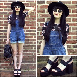 Kayleigh B - Chunky Sandals, Floral Tee - Train In Vain