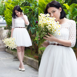 Emel Acar - Sheinside Lace Dress - Daisies