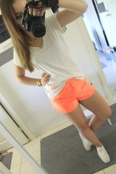 Emma Karki - Gina Tricot T Shirt, H&M Training Shorts, H&M Sneakers, H&M Statement - LONG TIME NO SEE