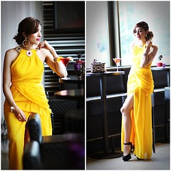 Virgit Canaz - Vlabellondon Yellow Dress - Indoors