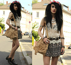 Tessa Diamondly - Primark Floral Crown, Crochet Top, Fringed Bag, Forever 21 Ethnic Skirt, Bershka Western Boots - Summer heating.