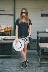 ANNA T. - All Saints Tshirt, Bershka Shorts, Zara Heel Sandals, H&M Bag - Take me to Panama!