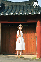 Autumn Kim - Phila Petra 70s White Dress, Chubasco Aztec, Cheap Monday Hawk Ring - Be good or be gone.