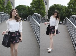Wiktoria K. - H&M Blouse, Bershka Flower Print Skirt, Zara Bag, Birkenstock Sandals, H&M Necklace - Flower print