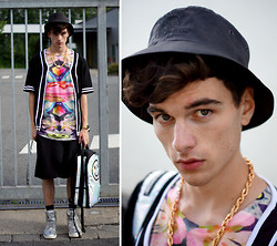 dapper alien ~~~~~~ - T.E.I.N. Tee, Sprayground Backpack, Bucket Hat -  happy daze