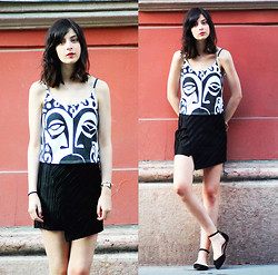 Nora Aradi - Top, Frontrowshop Skirt, Asos Sandals - Facial