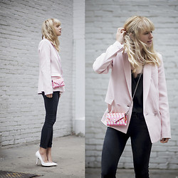 Lisa Dengler -  - ON WEDNESDAYS WE WEAR PINK