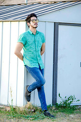 Leonard Robles - Pull & Bear Shirt, Guess? Pant, Zara Shoes, Balenciaga Glases - COMMON TRAP