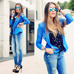 Elen Ellis - Ray Ban Sunnies, Maria Grazia Severi Jacket, Primark Tank Top, Zara Jeans, Bershka Heels, Daniel Wellington Watch - FEELING BLUE