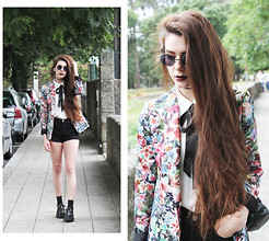 CLAUDIA Holynights - Zara Floral Jacket, Levi's® Shorts, Creepers - To die by your side such a heavenly way to die