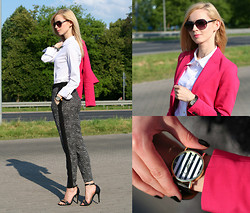Anna Grochowska - Merg.Pl Shoes, Frontrowshop Shirt, Moodo Pants - Clessic look