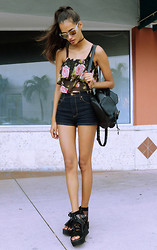Gizele Oliveira - Urban Outfitters Top, Forever 21 Shorts, Primark Backpack, Topshop Sunglasses, Lf Store Miami Shoes - Flowers in Miami