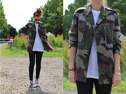Life Of Roshelle - Vintage, H&M White Top, H&M Jeans, All Stars - ARMY CHICK
