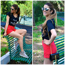 Fabrizia Spinelli - Romwe Sunglasses, Made In Principato T Shirt, Shorts, Lety Sneakers, Saint Laurent Bag - At the Park