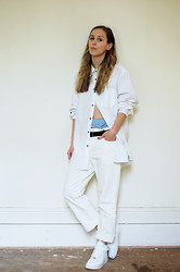 Daniella Robins - Nike Sneakers - Styling The White Shirt