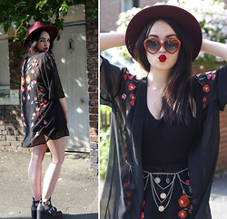 Rachael Dobbins ♡ - Zerouv Red Heart Sunglasses, Usc Embroidered Shorts, Usc Embroidered Kimono - Pin-up