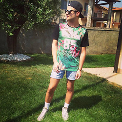 Gabriele Giuzzi - Nike Shoes, Imperial Tee, New Era Hat, Asos Sunglasses, Levi's® Shorts - I'm ready 4 Miley Cyrus live in Milan!