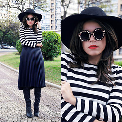 Priscila Diniz - Leopard Suglasses, Skirt, Striped Blouse, Floppy Hat, Leather Boots > Similar - Stripes and leopard