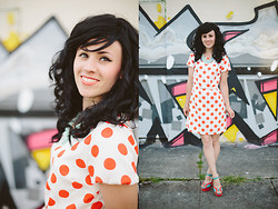 Delightfully Tacky . - Modcloth Dress, Modcloth Shoes, Francesca's Necklace - LICHTENSTEIN