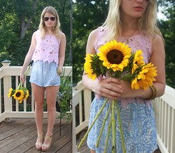 Kirby K - Pacsun Top, Tobi Shorts, Steve Madden Wedges, Ray Ban Sunglasses - In Bloom