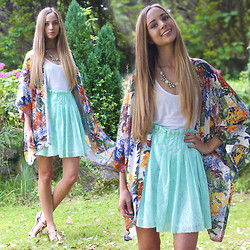 Rachael Jane H - In Love With Fashion Kimono, Frontrowshop Skirt - Kimono and Lace | www.kokoluxe.com