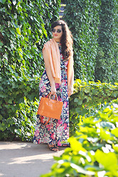 Amanda R. - Jannine Helbling Scarf, Manolita Faldotas Jumpsuit, Maxmara Bag - Floral jumpsuit - SomethingFashion