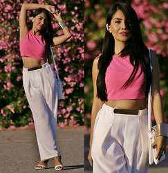 Anna M - Ear Cuff, Crop Top, High Waist Pants - Cropped top