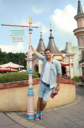 Miomir Milic -  - Everybody loves Disneyland!