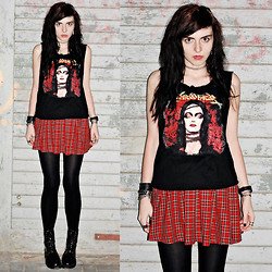 Klara S - New Look Skirt - Sarcofago