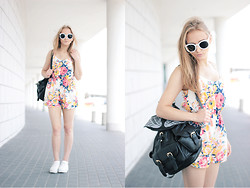 Aleksandra Wądołowska - Choies Playsuit, Choies Sunglases, Backpack - Floral Playsuit