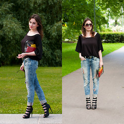 Anna Puzova - Reserved Loose Fit Top, H&M Ripped Jeans, Asos Sandal Boots, H&M Belt, H&M Sunglasses, Fossil Bracelet - Black Stuff