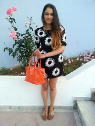 India Loughlin - Missguided Flower Print Dress, Topshop Tan Sandals, Lulu Guinness Handbag, Forever 21 Necklace - Florals in Greece