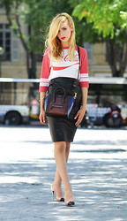 Lilou Kylou - Urban Outfitters T Shirt, Céline Bag, Asos Skirt, Christian Louboutin Heels - Chic & Cool