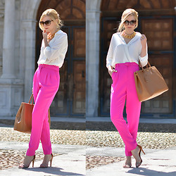 Henar Vicente - Balmain Necklace, Prada Purse, Isabel Marant Shoes - Pink panther