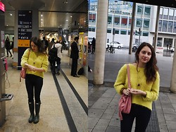 Wiktoria K. - Promod Yellow Sweater, Promod Bag, Bershka Jeans, Hunter, Promod Necklace, Primark Bracelet - Color mix
