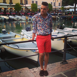 Gabriele Giuzzi - Zara Shirt, H&M Shorts, Tod's Moccasin, Tommy Hilfiger Belt - Summer Night in Desenzano