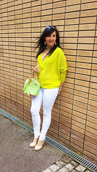 Malwina Bedzinska - Zara Sweater, Guess? Sunglasses - Neon lights