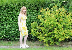 Amy Keeling - Red Label Yellow Two Piece Cord, Asos White Sandals - Here comes the summer sun!