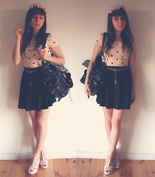 Pauline W. - Diy Wreath, H&M T Shirt, Pull & Bear Skirt, Backpack, Stradivarius Shoes - Pink roses wreath | ピンクのバラ